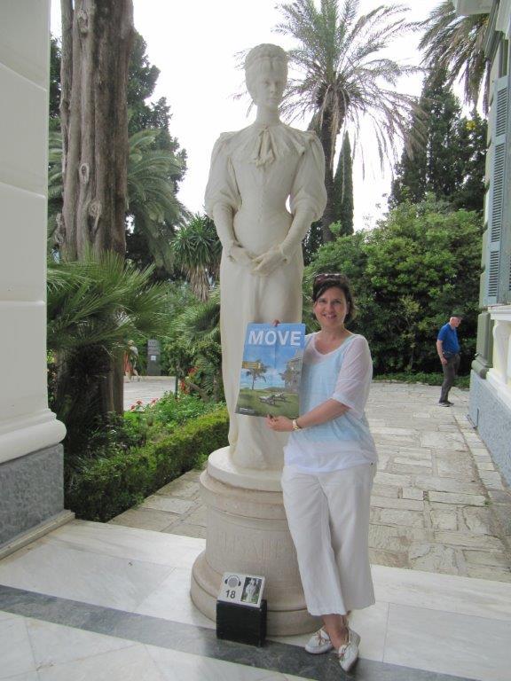 MOVE, Sissi und Susanne im Achillion Palast auf Korfu