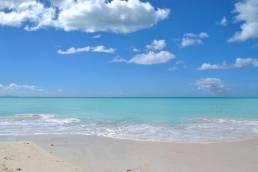 Puderweisser Strand in der Karibik
