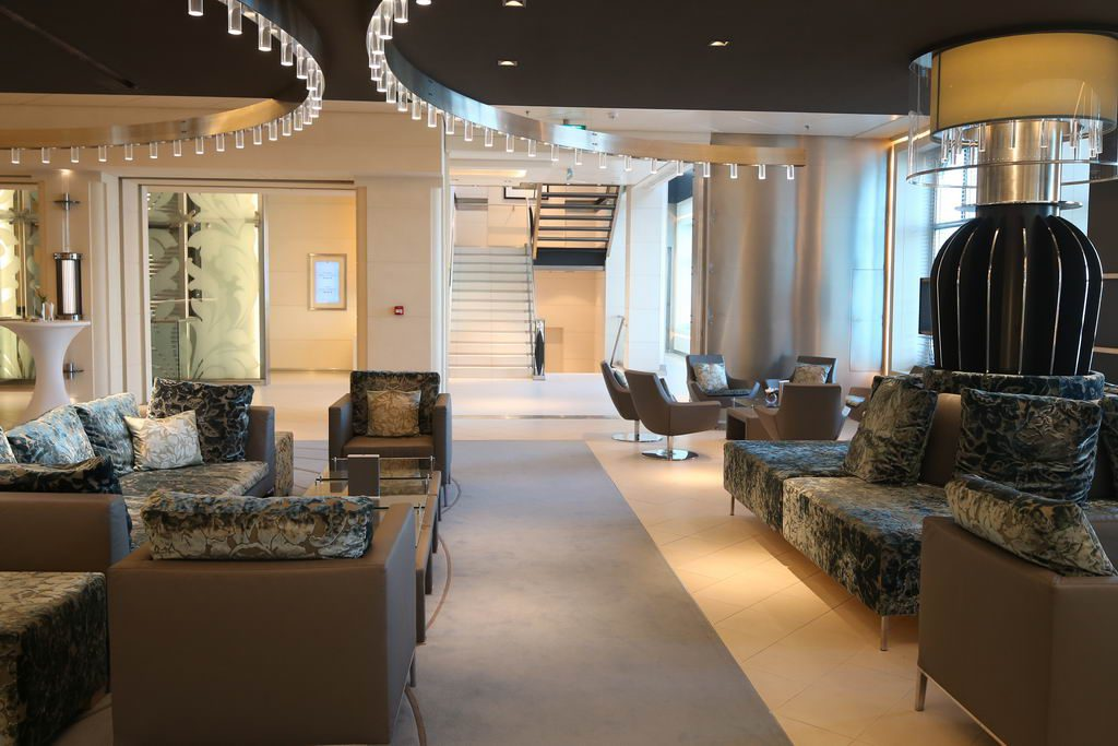 Elegante Lobby der MS EUROPA 2