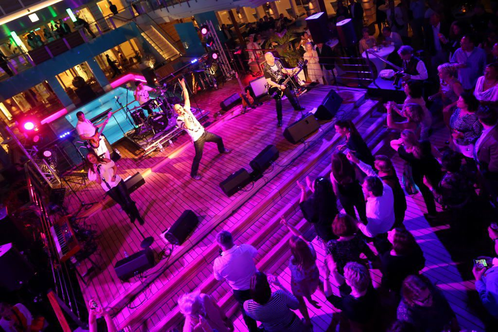 Poolparty an Bord der MS EUROPA 2