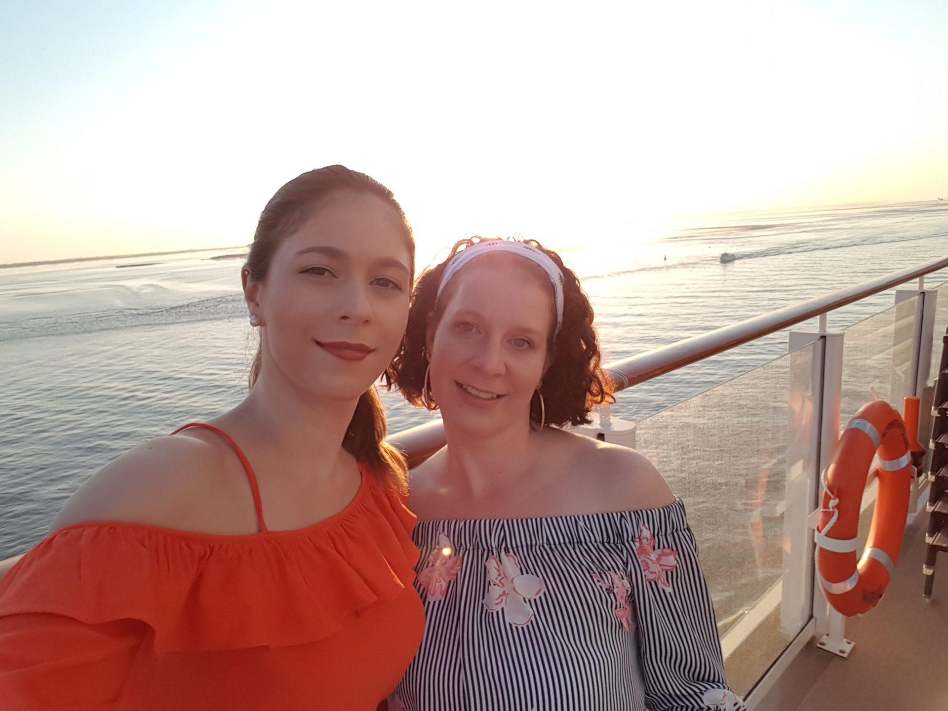 Cathrin Okuwa und Ann-Christin Harst auf der Norwegian Bliss