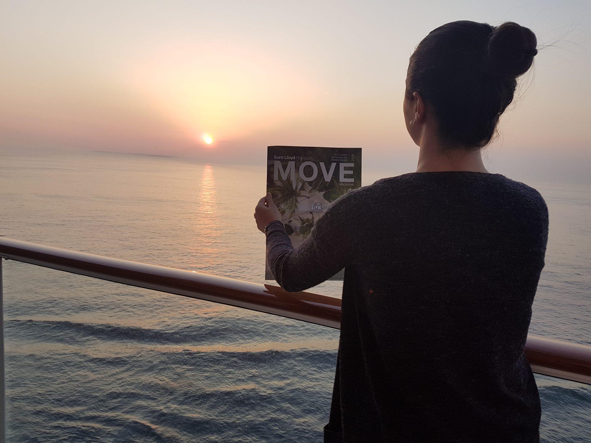 Ann-Christin Harst mit MOVE vor dem Sonnenuntergang an Bord der Norwegian Bliss