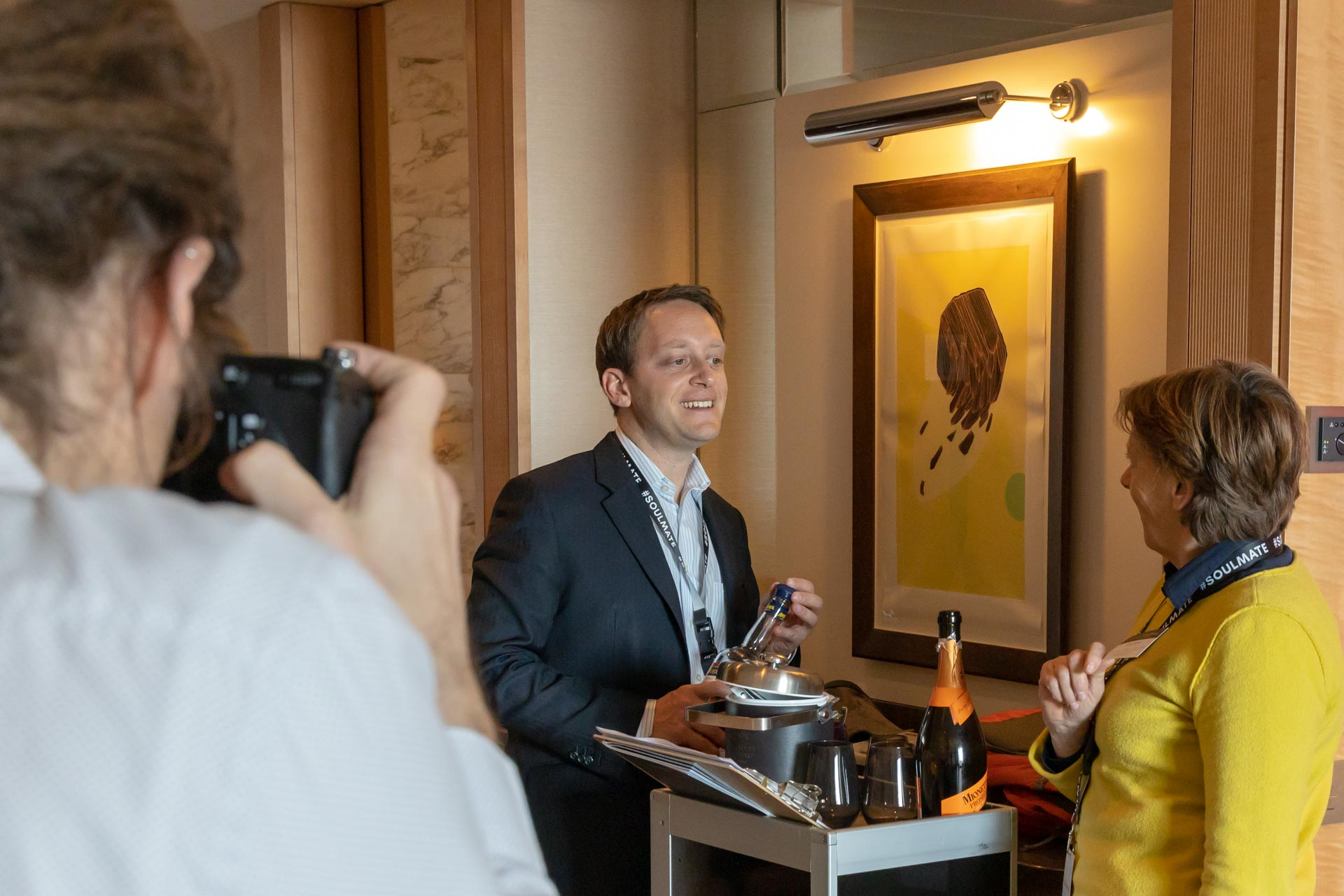 Antonio Potenza von Tschuggen Hotel Group mit Gabriele Reminder-Schray