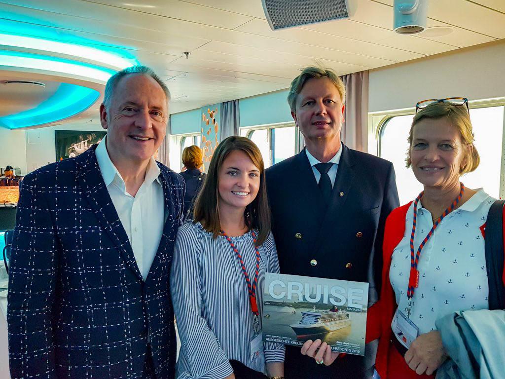 Die MOVE an Bord der Inspiration mit Kapitän Ulf Wolter und Karl J. Pojer CEO von Hapag-Lloyd Cruises