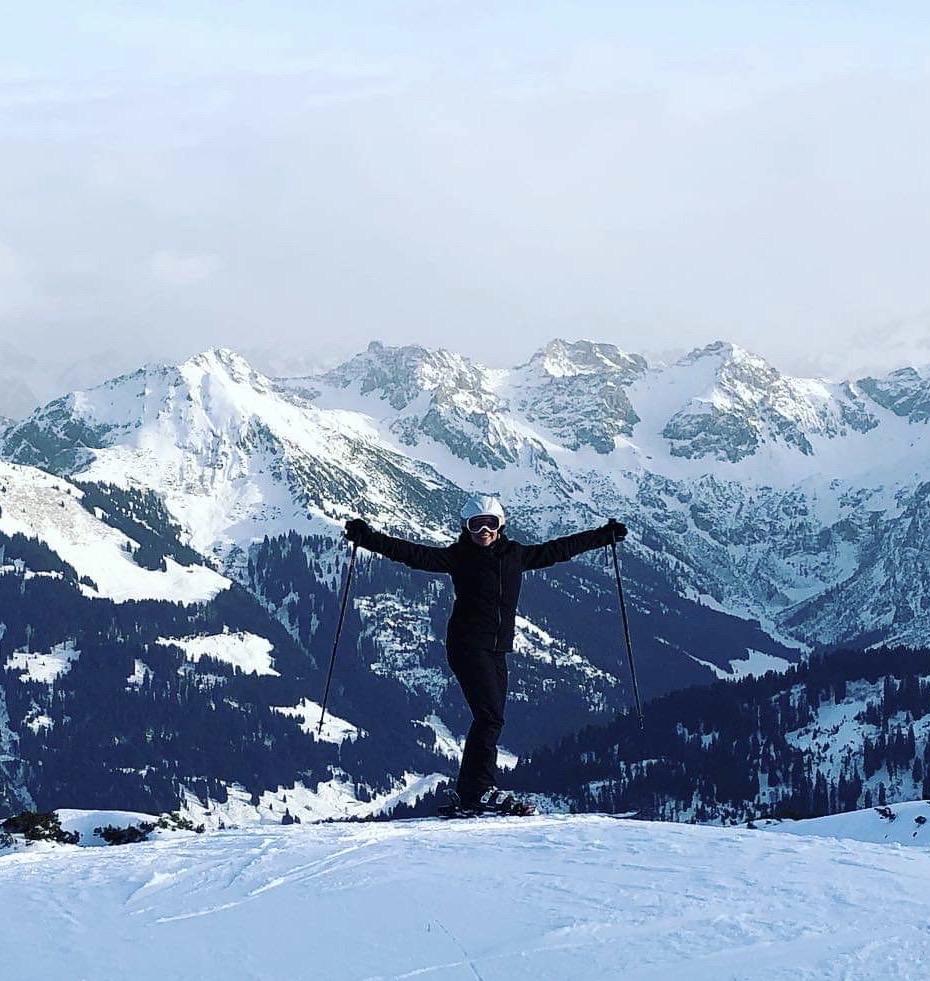 ROBINSON Club Arosa - Glückliche Skifahrerin