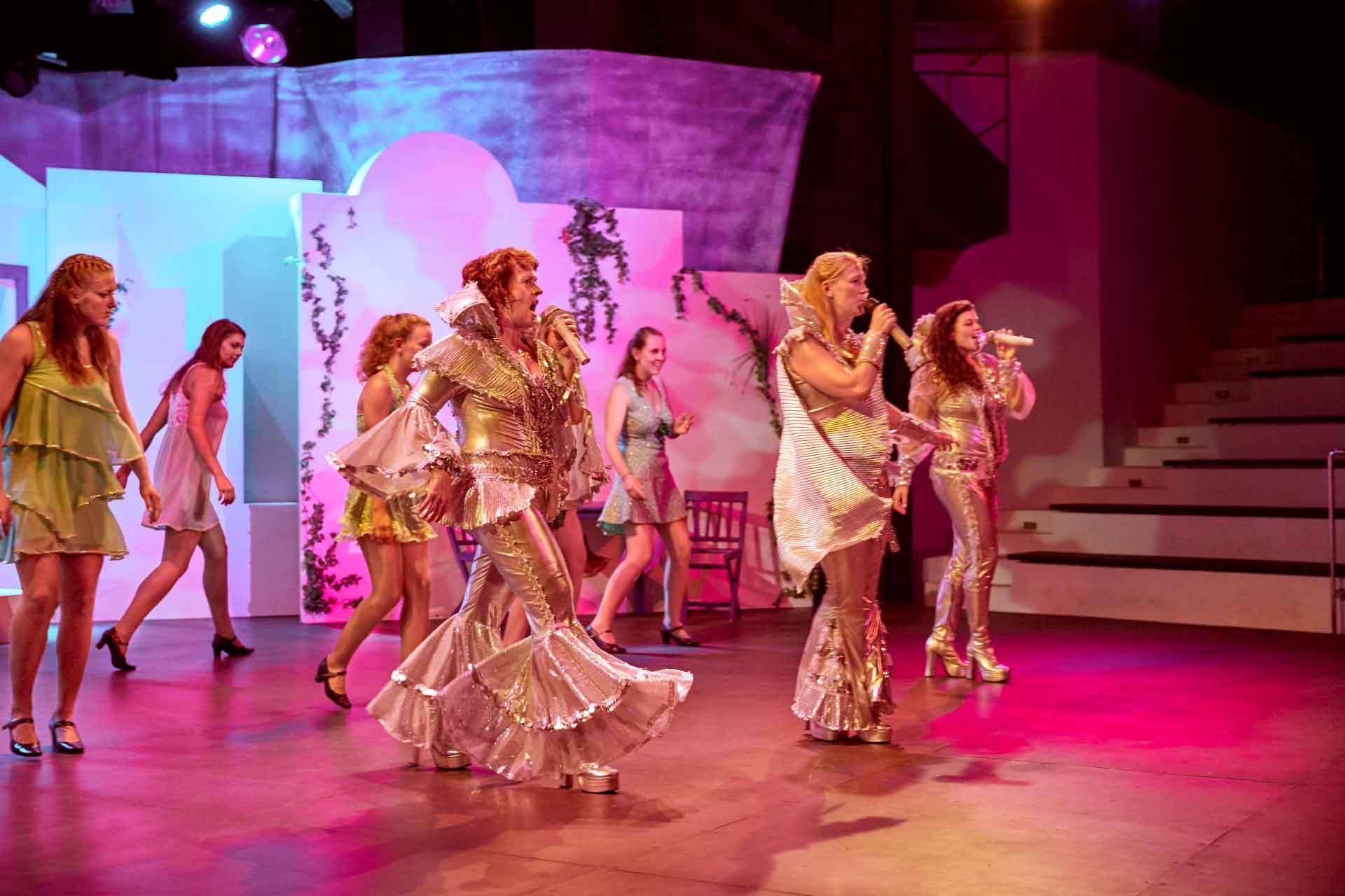 ROBINSON CLUB PAMFILYA - Theater