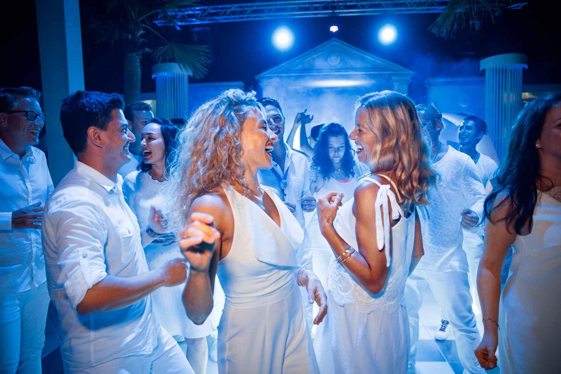 ROBINSON CLUB SARIGERME PARK - White Night