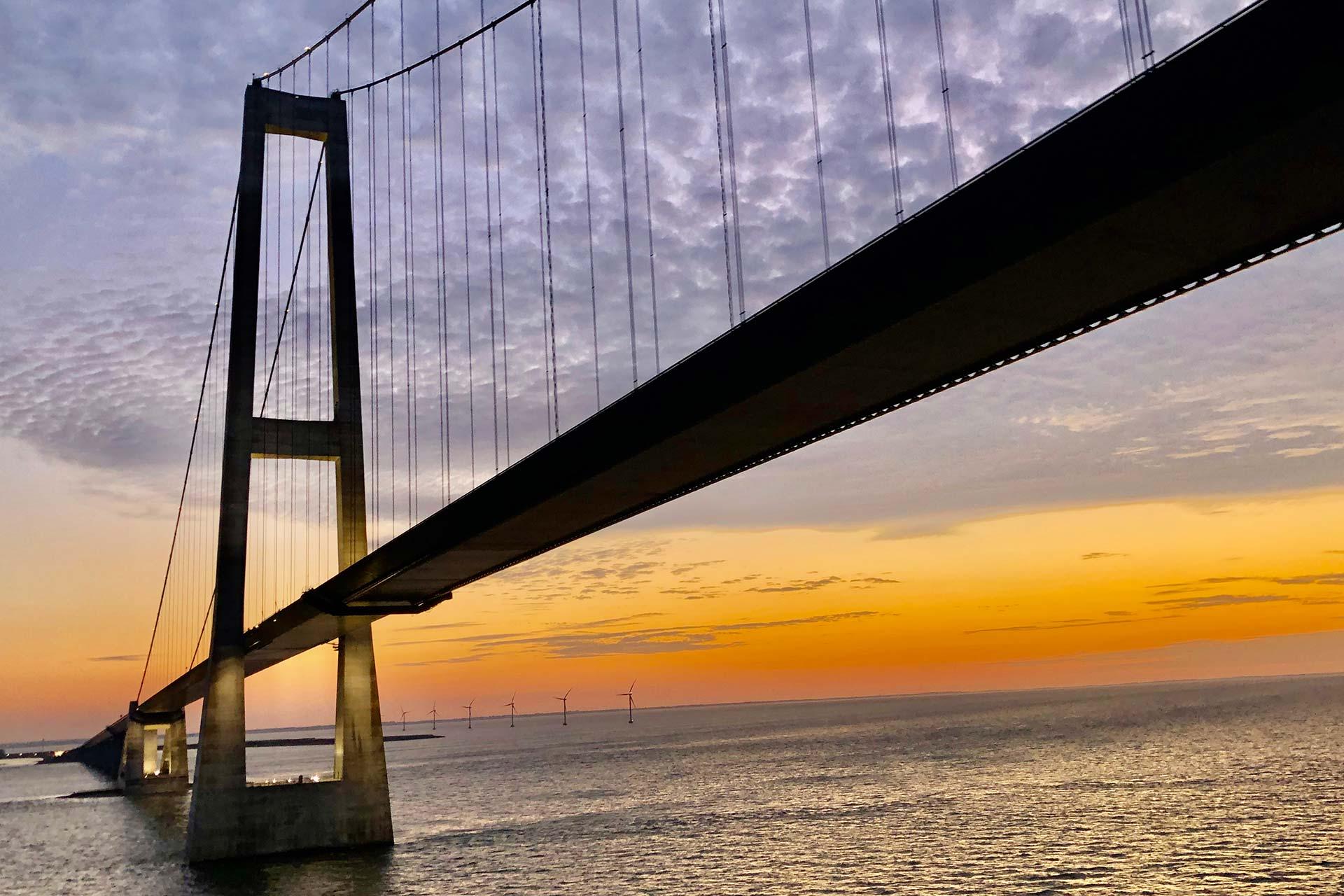 Große-Belt-Brücke bei Sonnenuntergang
